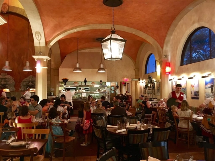 busy italian pizzeria restaurant - 2